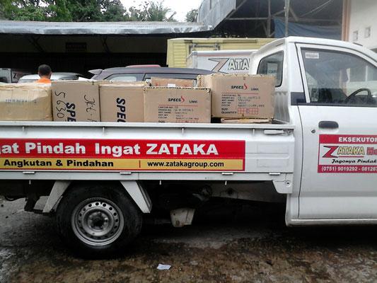 Galeri Kegiatan Zataka Express Cargo Padang Jasa Pengiriman Padang Jasa Pengiriman Sumatera Jasa Pengiriman Dokumen Jasa Pengiriman Paket Jasa Pengiriman Barang Jasa Kurir Jasa Pengepakan Jasa Pengepakan Jasa Logistik Jasa Pengiriman